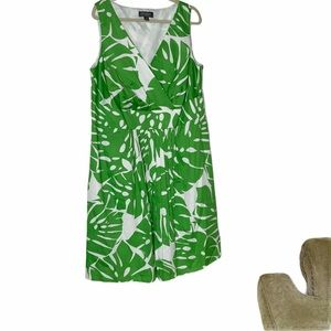 LIZ CLAIBORNE green sleeveless dress. V neckline.